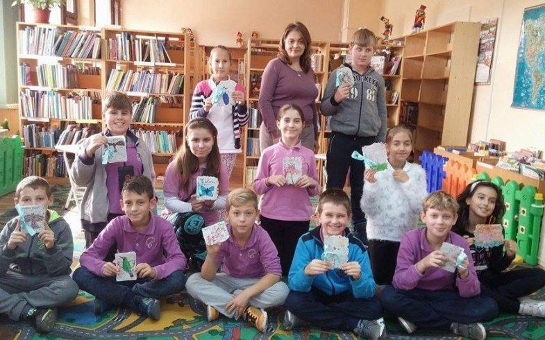 Книжки от рециклирана хартия направиха децата на първата работилничка по проекта